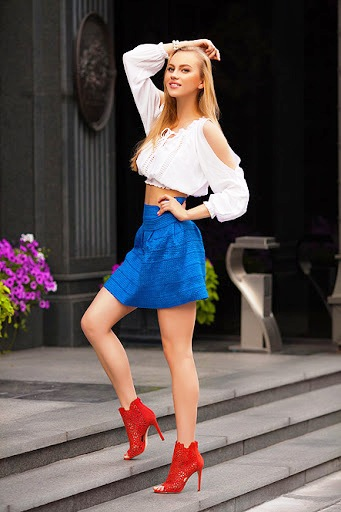 Meet a beautiful and smart Ukrainian girl to become your wife